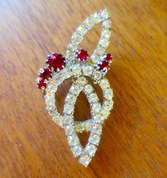 Art-Deco-Rubin Rot Strass Brosche Vintage von BonniesVintageAttic.