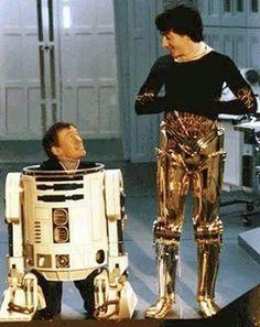 R2D2 (Kenny Baker) and C3PO (Anthony Daniels) ca. 1982 via @ HistoryInPics