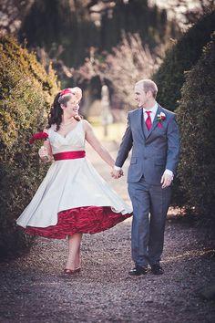 crinoline with pink dresses short bridal red wedding – Fashion dresses Wedding Robe, 50s Wedding, Purple Wedding, Dream Wedding, Bouquet Wedding, Wedding Ideas, Summer Wedding, Wedding Venues, White Tea Length Dress