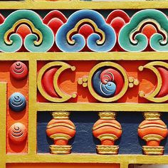 Hermosas obras de arte en el monasterio de Kopan en Nepal.  visitnepal buddism igersnepal Kopan
