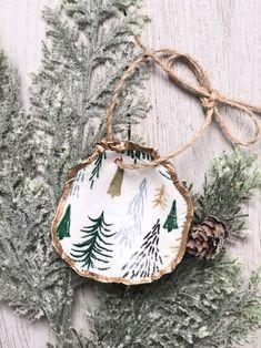 Seashell Christmas Ornaments, Christmas Tree Garland, Shell Ornaments, Beach Christmas, Christmas Ornament Sets, Green Christmas, Merry Christmas, Xmas, Oyster Shell Crafts