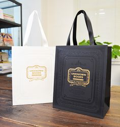 papaer bag Design Print Graphic Fashion 紙袋 デザイン 印刷 グラフィクデザイン ファッション Scarf Packaging, Jewelry Packaging, Gift Packaging, Luxury Packaging, Custom Packaging, Packaging Design, Shopping Bag Design, Paper Bag Design, Ideas Geniales