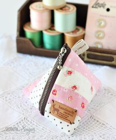Make an easy patchwork triangle pouch with our sewing tutorial. Make an easy patchwork triangle pouch with our sewing tutorial. Sewing Patterns Free, Free Sewing, Sewing Tutorials, Sewing Projects, Sewing Ideas, Sewing Tips, Sewing Hacks, Sewing Crafts, Diy Projects