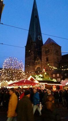 Weihnachtsmarkt Bremen vor histoirscher Kulisse