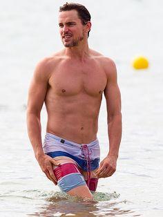 Matt Bomer Looks Ab-Solutely Amazing on the Beach – See the Photo http://www.people.com/article/matt-bomer-shirtless-hawaii-photo