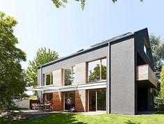 Aus einem düsteren Haus der Sechziger machte Architekt Henning Baurmann in Karlsruhe ein helles Familiendomizil.