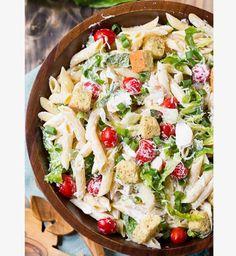 """<p> </p> <p>Découvrez la recette <a href=""""http://spicysouthernkitchen.com/caesar-pasta-salad/"""" target=""""_blank""""><strong>ici</strong></a> !</p>"""