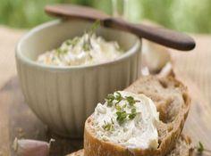 Receita de Pasta de Alho - 3 dente(s) de alho, 1 copo(s) de leite, 3 colher(es) (sopa) de vinagre de maçã, quanto baste de sal, 2 copo(s) de Óleo de milho...