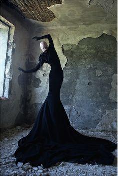 Mises en scène | officialsite High Fashion Poses, High Fashion Makeup, Dark Fashion, Natural Fashion, Dark Photography, Photography Poses, Fashion Photography, Gothic Aesthetic, Aesthetic Fashion