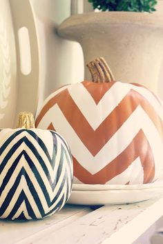 Aren't these chevron pumpkins just darling? Seriously though, this fun DIY idea is perfect for fall, Thanksgiving, & Halloween. We absolutely adore a chevron print! Fall Crafts, Holiday Crafts, Holiday Fun, Festive, Holiday Ideas, Diy Crafts, Holiday Decor, Autumn Decorating, Pumpkin Decorating