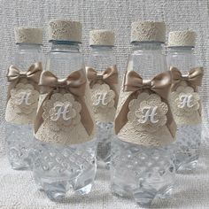 Aguas personalizadas Baby Gifts, Party Themes, Baby Shower, Arabic Quotes, Crafts, Scrap, Events, Decorated Water Bottles, Personalized Water Bottles