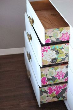 DIY Dresser drawers ~ The Prettiest Organizational Hacks for Every Room in Your Home via Brit + Co. Wallpaper Dresser, Diy Wallpaper, Unique Wallpaper, Wallpaper On Furniture, Flower Wallpaper, Moroccan Wallpaper, Wallpaper Designs, Bedroom Wallpaper, Adhesive Wallpaper