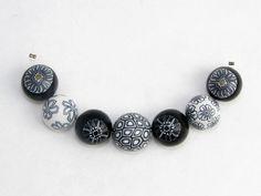Designer Perlen aus Polymer clay fimo schwarz weiß von Künstler-Perlen und Schmuck aus Polymer clay und Fimo auf DaWanda.com