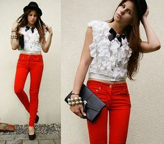 I recently bought a pair of red skinny jeans and have been looking for top ideas. Don't think the ruffled top is the best idea for me, but this is a cute little outfit!