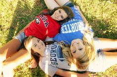 graduation picture idea with the best friends in their future school shirts Bff Pics, Friend Senior Pictures, Sister Photos, Best Friend Pictures, Bff Pictures, Senior Pics, Senior Year, Cool Senior Pictures, Photo Swag