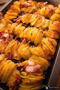 Pieczone ziemniaki prawie Hasselbacki - pyszne pieczone ziemniaki z boczkiem i cebulką #gryz