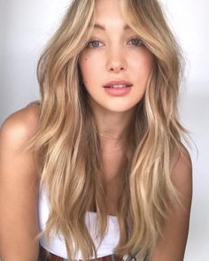 Long Hair Style The 74 Hottest Blonde Hair Looks to Copy This Summer Warm Blonde Hair, Blonde Hair Shades, Blonde Hair Looks, Honey Blonde Hair, Balayage Hair Blonde, Platinum Blonde Hair, Dark Hair, Blonde Hair With Layers, Long Hair Cuts