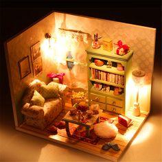 Hoomeda DIY Traumhaus Holz Puppenhaus Miniatur mit LED + Möbel + Abdeckung Zimmer