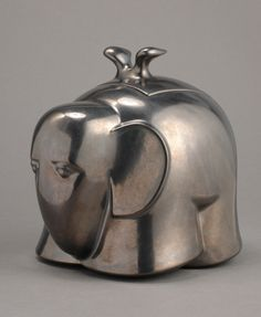 Istvan HOLLÓ: Elephant box. 2003. Poured stoneware, glaze