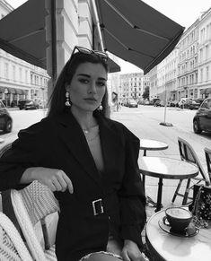 city photography black and white pics Black And White City, Black And White Aesthetic, Black And White Pictures, White Art, Foto Fashion, Travel Fashion, Fashion Art, Style Fashion, Fashion Ideas