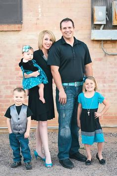 Hoop Hangout - Family of Five Photo - Black Teal Denim Picture Outfits - J. Ashton Photography