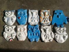 Tutti questi gufetti azzurri o bianchi sono artigianali, in ceramica, cottura doppia in forno professionale, cad 5 euro, perfetti anche per esterno, per tutte le info e il resto cercatemi su Fb Lab Liù, ciao!