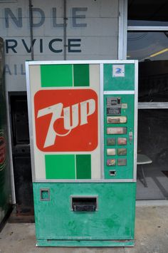 Old 7-UP vending machine. The Uncola!