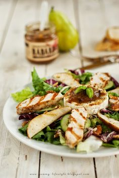 Salad with Grilled Camembert Cheese, Chicken & Pear (in Polish, use translator)