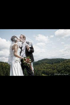 Mit Schleier und Kuss