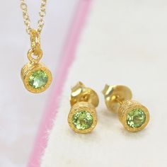 A stunning elegant gold jewellery set featuring a solitaire semi-precious peridot stone with textured 18K gold plating-Pendant and earring perfect to give a loved one! #festive #jewellery #embersjewellery #christmas #gift #set #peridot