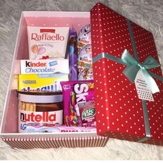 DIY Candy Gift Boxes for Birthday Presents for Boys – Back to School Crafts – Grandcrafter – DIY Christmas Ideas ♥ Homes Decoration Ideas Birthday Goals, Cute Birthday Gift, Friend Birthday Gifts, Diy Birthday, Birthday Ideas, Candy Gift Box, Candy Gifts, Gift Boxes, Nutella Gift
