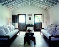 O UXUA Casa Hotel tem dez únicas casas que se mesclam perfeitamente ao centro histórico de Trancoso, pequena vila de pescadores no litoral idílico do sul da Bahia. Quatro destas casas estão localiz…