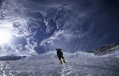 www.boulderingonline.pl Rock climbing and bouldering pictures and news Climber and clouds a