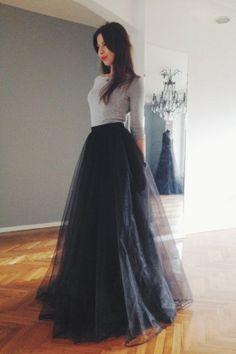 Black tulle maxi skirt by NelliUzun on Etsy (Top Moda Fiesta) Modest Fashion, Skirt Fashion, Fashion Dresses, Style Fashion, Fashion Design, Womens Fashion, Lehnga Dress, Dress Skirt, Black Tulle Skirt Outfit
