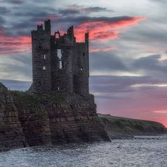 Repost from How magnificent does Keiss Castle look against the amazing pink sunrise sky captured? Abandoned Castles, Abandoned Houses, Abandoned Places, Scotland Castles, Scottish Castles, Highlands Scotland, Beautiful Architecture, Kirchen, Tower Bridge