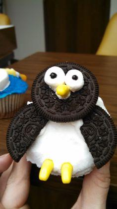 Penguin Cupcakes, Cute Cupcakes, Baking Cupcakes, Cupcake Cookies, Penguin Birthday, Penguin Party, Cakepops, Christmas Desserts, Creative Food