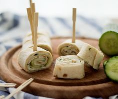 Tortilla bites with chicken and cucumber Falafel Wrap, Tortilla Wraps, Bacon Wrapped Chicken Bites, High Tea, Caramel Apples, Cooking Time, Healthy Snacks, Clean Eating, Food And Drink