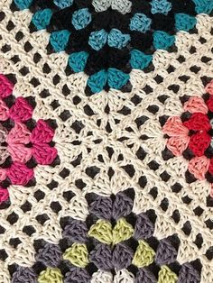 The library of stitches and crochet techniques is still growing, and so should yours! Mijo Granny Join is one of many beautiful techniques to join granny Crochet Quilt, Crochet Blocks, Crochet Motif, Baby Blanket Crochet, Free Crochet, Crochet Stitches, Crochet Baby, Crochet Cushions, Crochet Pillow