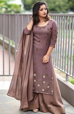 Salwar Suit Neck Designs, Churidar Designs, Party Wear Dresses, Event Dresses, Indian Designer Outfits, Indian Outfits, Churidar Pattern, Stylish Dresses, Fashion Dresses