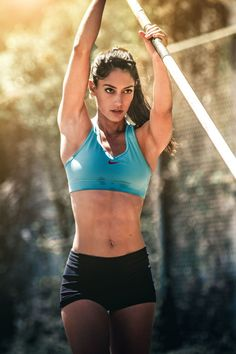 Allison Stokke was just a high school student-athlete whose life turned upside down when she woke up one day. In an instant, Stokke's face was seen. Sports Celebrities, Athletic Girls, Muscle Girls, Sports Stars, Gym Girls, Fit Chicks, Track And Field, Female Athletes, Sport Girl
