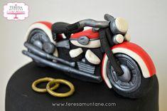 Harley davidson wedding cake - cake by Teresa Muntané - CakesDecor Harley Davidson, Motorcycle Cake, Wedding Cakes, Fondant, Design, Love Couple, Modeling, Wedding Gown Cakes, Fondant Icing