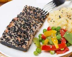 Pavé de saumon aux graines de chia, graines de sésame, miel et sauce soja