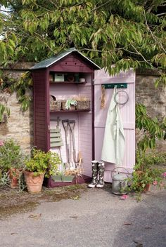 Perfect for storing garden tools  . . . not to mention the fact it is PINK !  ♡♡