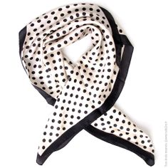 a4c2aeb9925b Carré en soie imprimé blanc pois noir - Mode Accessoires Foulards, Echarpes  - Bulle2co