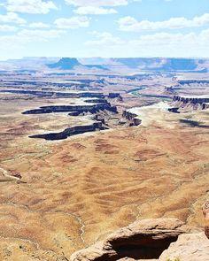 This view! Our camping trip to Utah is blowing me away with gorgeous canyons delicate arches and vibrant shades of red. // Tämä viikonloppu Utahin kansallispuistoissa on ollut huikea! Vielä yksi yö teltassa jäljellä ennen paluuta kotiin vuorten taa.  #utah #utahRocks #visitutah #canyon #kanjoni #canyonlands #canyonlandsNP #findyourpark #nationalpark #kansallispuisto #NPS100 #trailchat #BPmag #backpacker #mondolöytö #hiking #patikointi #vaellus #travel #matka #reissu #matkablogi #wildweekend…