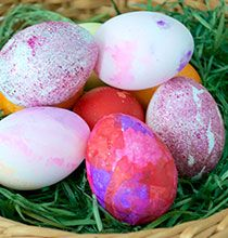 Looking for additional ways to dye Easter eggs this year? Check out these 6 different ways to dye Easter eggs using supplies from Dollar Tree! Easter Egg Dye, Coloring Easter Eggs, Hoppy Easter, Easter Bunny, Hawaiian Punch, Watercolor Kit, About Easter, Easter Holidays, Egg Hunt