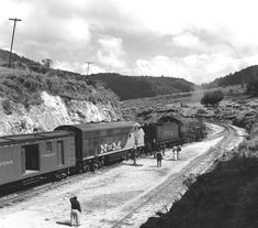 NdeM Light Mikado type at La Cima in the Mexico-Toluca line, the helped the passenger train to climb the steep grade. National Railways, Railroad Pictures, Railroad Photography, Train Times, Rolling Stock, Steam Engine, Steam Locomotive, Vietnam War, Tractors