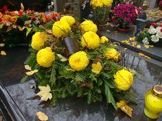 . Grave Flowers, Funeral Flowers, Funeral Flower Arrangements, Arte Floral, Fall Flowers, Wreaths, Plants, Inspiration, Modern Floral Arrangements
