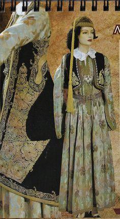 Γιαννιώτικη παραδοσιακή φορεσιά και το χαρακτηριστικό πιρπιρί  (γυναικείο χρυσοκέντητο πανωφόρι) Από την συλλογή του Λυκείου Ελληνίδων Ιωαννίνων