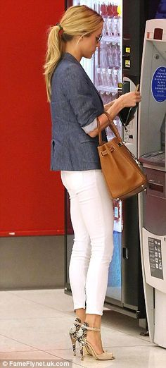 Kristin Cavallari in a chambray blazer, white jeans, tan satchel and her Leale heels Casual Outfits, Summer Outfits, Cute Outfits, Simple Outfits, Moda Casual, Casual Chic, Spring Summer Fashion, Autumn Fashion, Spring Style